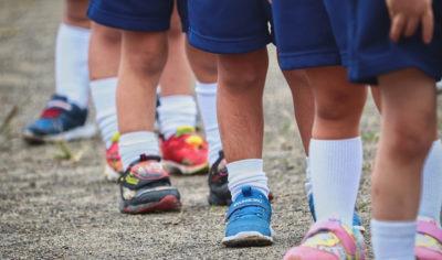 Rehabilitacja | Wady postawy – koślawe/ szpotawe kolana